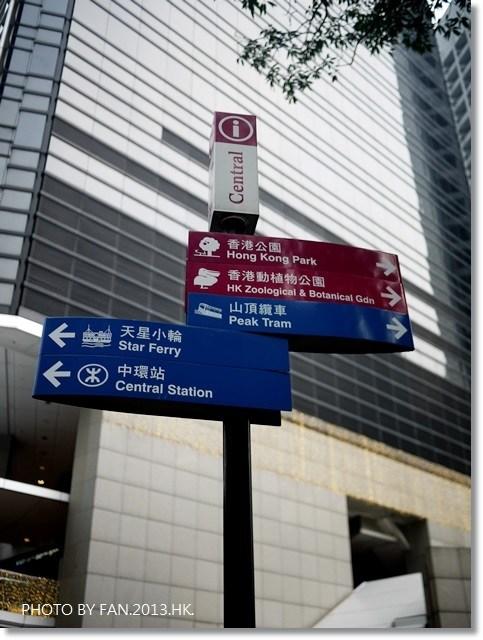 [2013香港自由行]山頂纜車 ♥ 超特別!!45度角傾斜~讓你躺著看夜景的百年纜車 @小環妞 幸福足跡