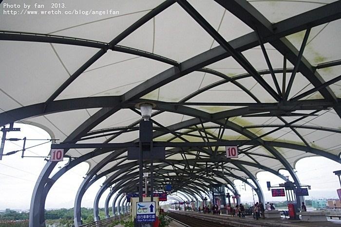 [宜蘭景點]˙冬山車站 ♥ 蝙蝠俠拍攝場景?宜蘭最美的火車站 @小環妞 幸福足跡