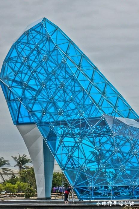 【嘉義玻璃高跟鞋】布袋新景點,灰姑娘遺落的玻璃高跟鞋教堂! @小環妞 幸福足跡