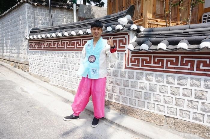 【韓服體驗】韓國首爾穿韓服逛街路線地圖,北村韓屋村/三清洞/DAL WAFFLE COFFEE咖啡廳/接吻壁畫(16) @小環妞 幸福足跡