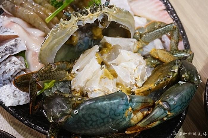【信義區市政府美食】十二籃粥火鍋,一定要訂位的沙公螃蟹鍋! @小環妞 幸福足跡