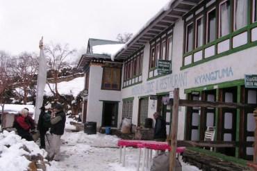 Zatrzymujemy sie na lunch w restauracji w Kyangjuma