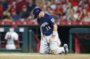 Brewers Travis Shaw on knees AP