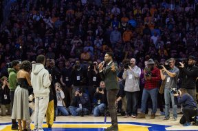 Dwayne Wade Marquette tribute AP