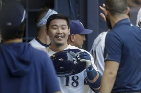Brewers Keston Hiura dugout AP