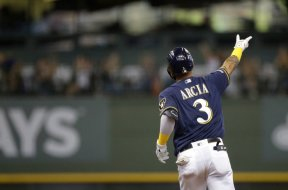 Brewers Orlando Arcia sign AP