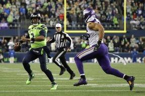 Seahawks Russell Wilson v Vikings AP