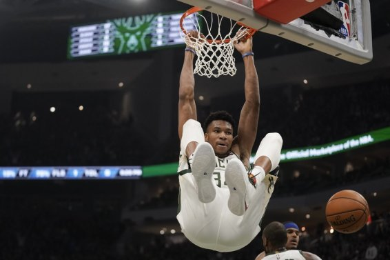 Giannis dunk sixers