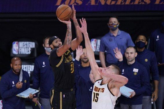 Anthony Davis Lakers 3 AP