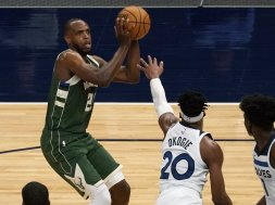 Khris Middleton Twovles Bucks