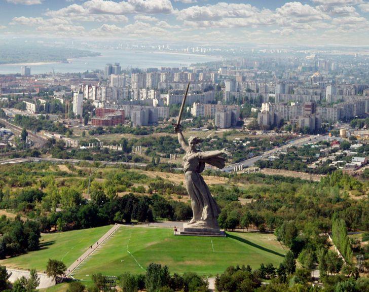 11+ Gigantescas estatuas del mundo que hacen parecer a la de la Libertad una enanita