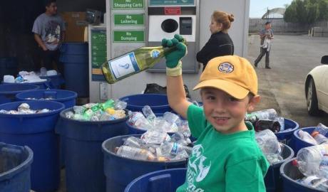 Siedmioletni Ryan Hickman zaoszczędził 10 tysięcy dolarów na recyklingu - wlaczoszczedzanie.pl