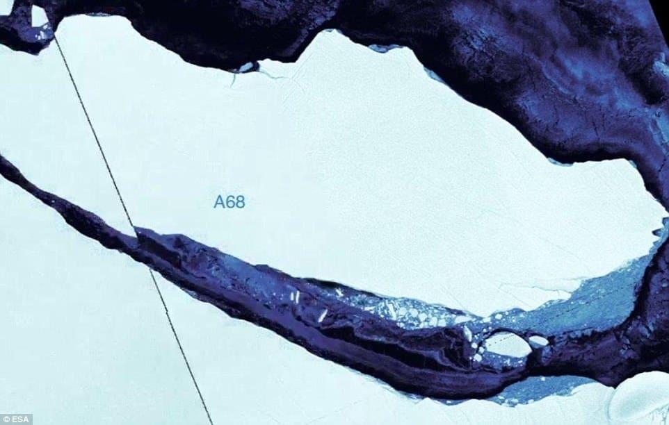 Ogromna góra lodowa oderwała się od Lodowca Szelfowego Larsen C - wlaczoszczedzanie.pl -@ESA