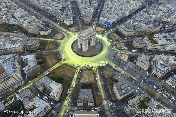Gigantyczne słońce symbol paryskiego porozumienia klimatycznego na nowo wyrasta w wielu europejskich miastach