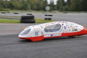 Nowa wersja bolidu Eco Arrow 3.0 studentów PŁ ma szansę pokonać granicę 1000 km na litrze paliwa