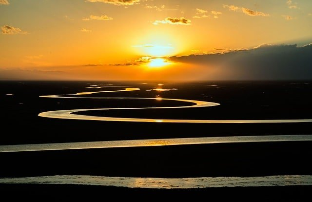 Jeśli nie chcemy wydawać miliardów na renaturyzację rzek, to nie regulujmy i nie niszczmy tych ekosystemów
