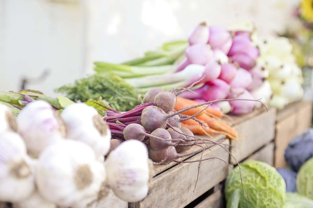 Pomóżmy rolnikom sprzedać zdrowe, regionalne i ekologiczne produkty w dobrej cenie. Korzystajmy z lokalnych targów i portalu myzbieramy.pl