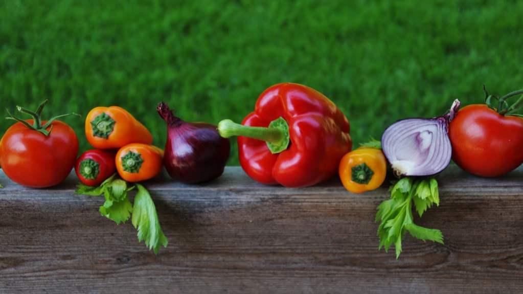 Produkty ekologiczne zawierają czterokrotnie mniej pestycydów niż żywność konwencjonalna