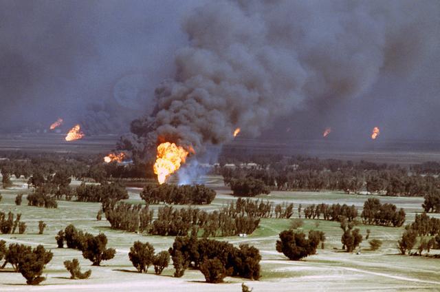 Płonące szyby naftowe w Kuwejcie