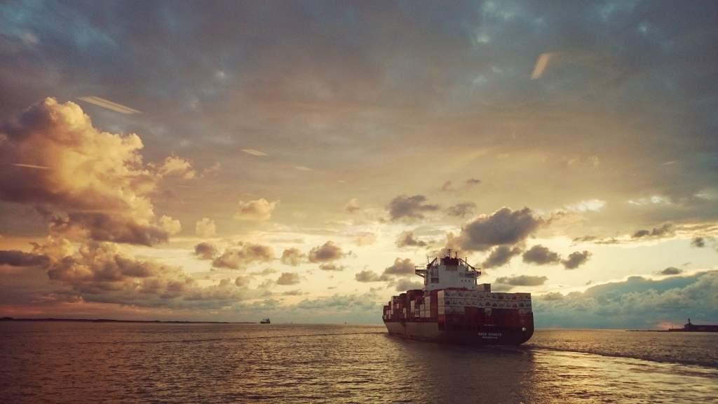 Specjalna farba zmniejszająca opór wody pozwoli statkom o 50% obniżyć spalanie ropy