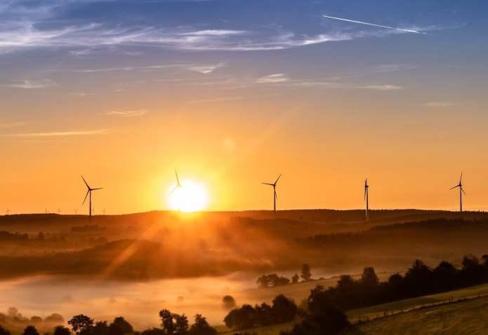 Fotowoltaika i energetyka wiatrowa to dwa najszybciej rozwijające się w Polsce sektory OZE