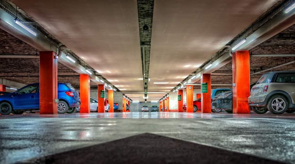 Tunele i podziemne parkingi wymagają szczególnych zabezpieczeń przeciwpożarowych związanych z pojazdami elektrycznymi