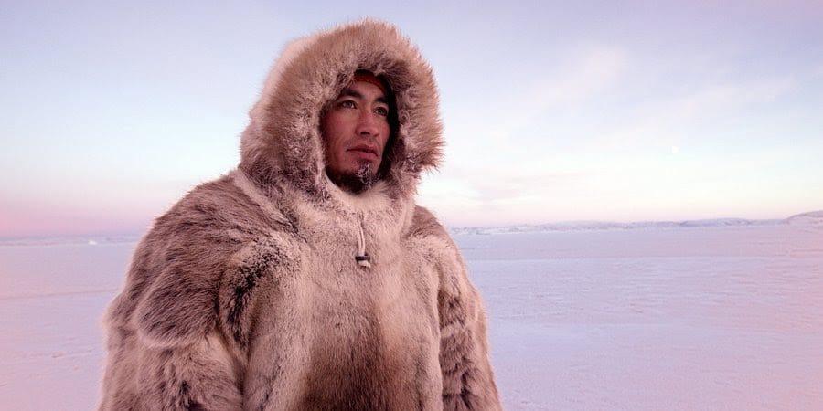 """Arktyka topnieje. Znikający lód zagraża środowisku i kulturze Inuitów. Premiera filmu """"Na ratunek Arktyce"""" w National Geographic"""