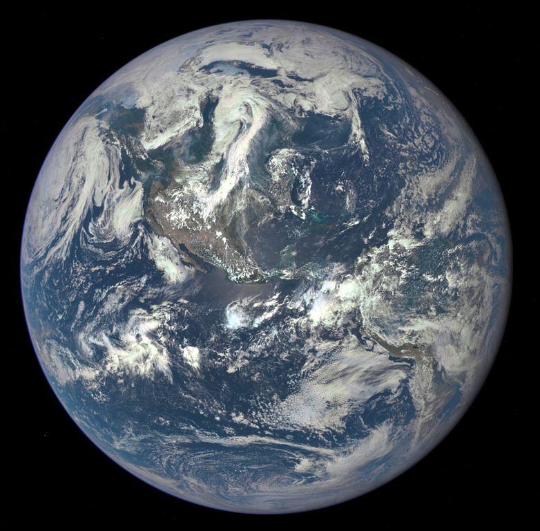Pierwsze zdjęcie Ziemi wykonane kamerą EPIC, przedstawiające obie Ameryki