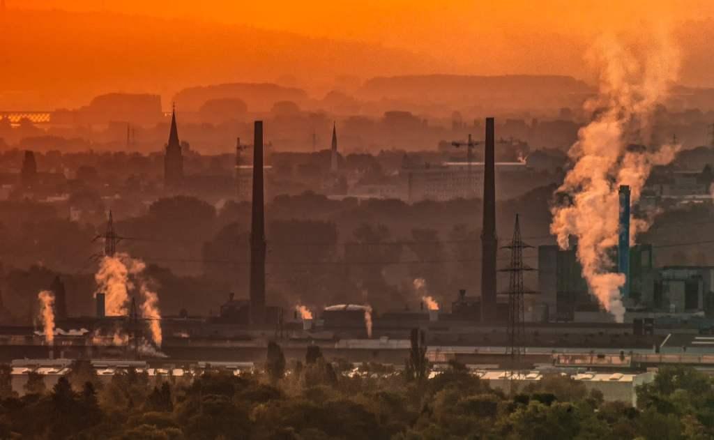 Zanieczyszczenie powietrza pyłami wzrasta przy inwersji temperatury