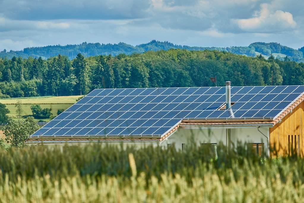 Przegląd programów dofinasowania do instalacji fotowoltaicznych w 2021 roku
