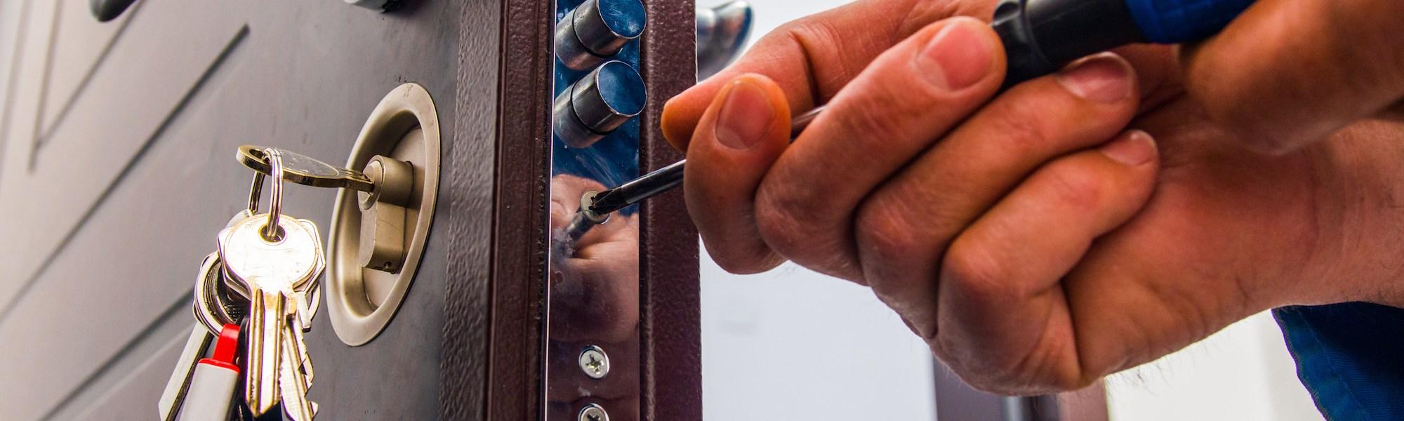 naprawa i serwis drzwi - pomoc Włamywacza