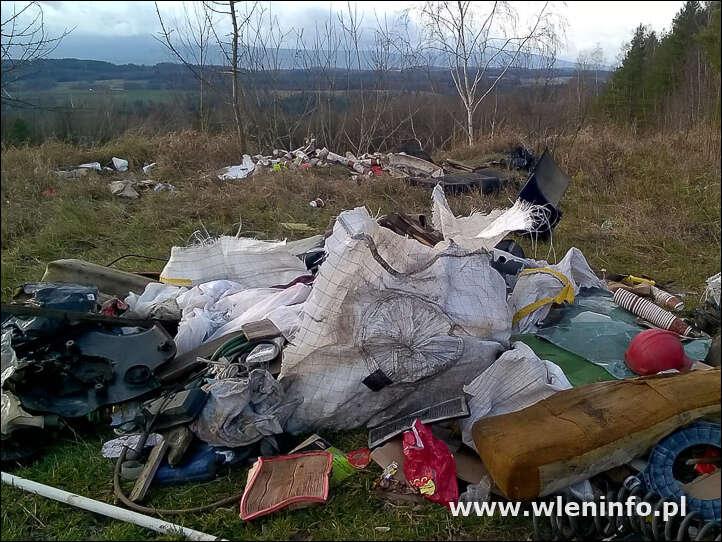 Dzikie wysypisko w Radomicach (Z redakcyjnej poczty)