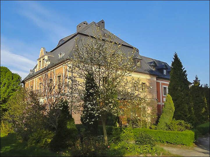 Brutalny napad na właściciela pałacu we Wleniu