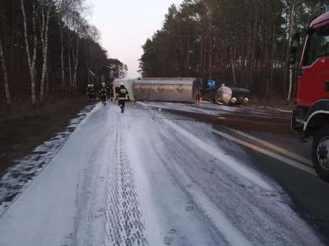 Nieprawidłowe wyprzedzanie, to jedna z częstych przyczyn wypadków drogowych.