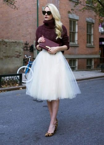 How to wear a sweater and skirt? 15