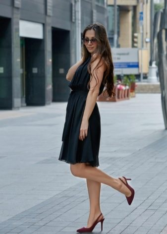 Open-toe sandals are always in fashion! 13