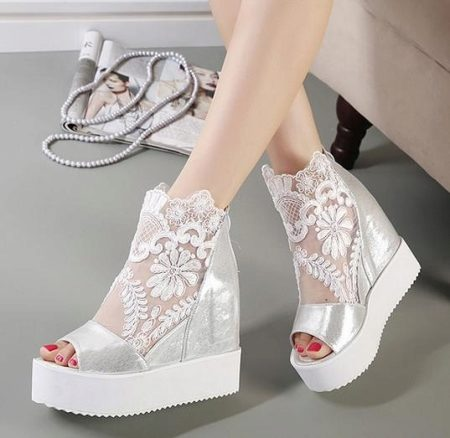 Wedding sandals or shoes: what to choose? 9