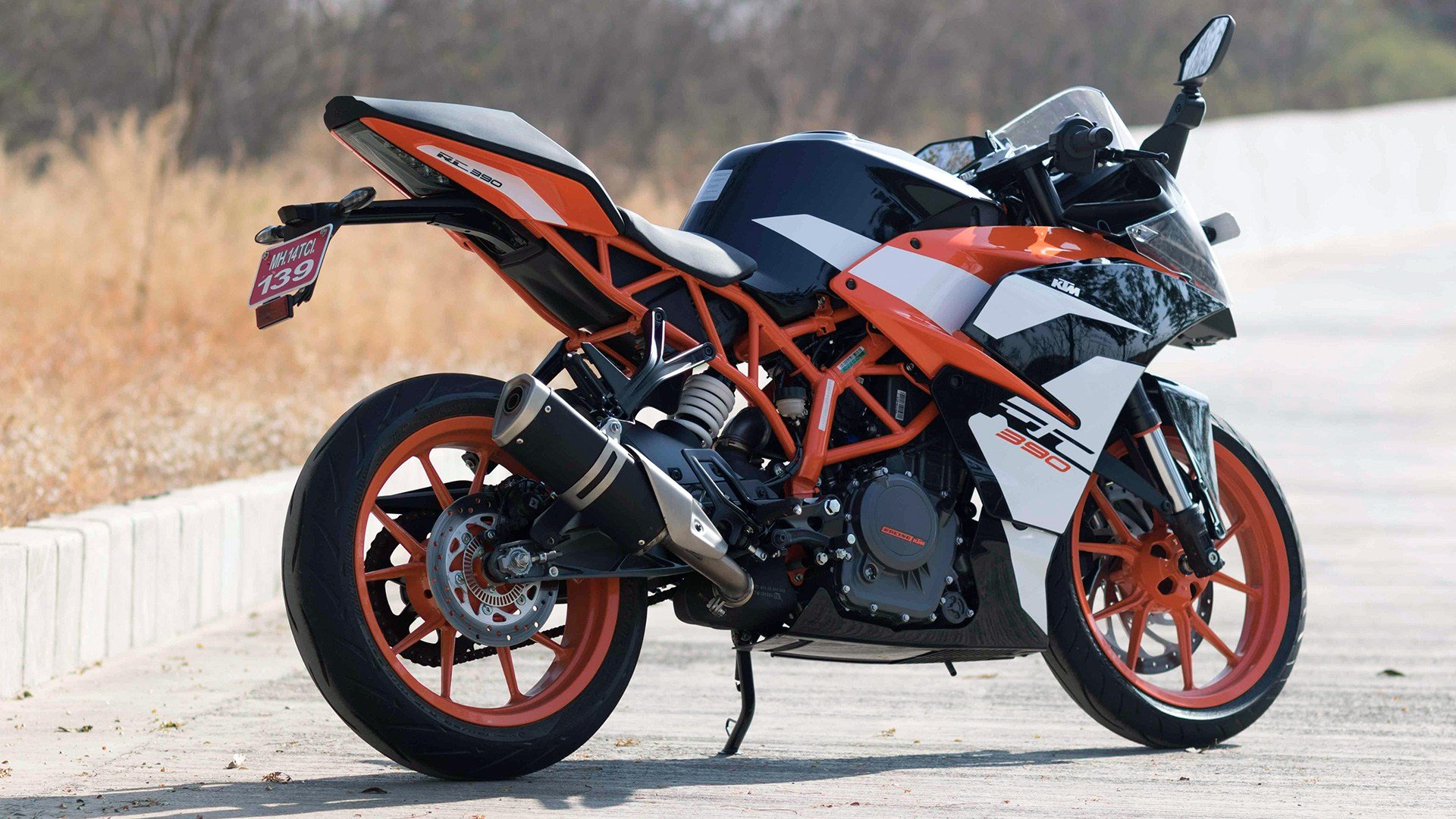 New Ktm Rc 390 2017 Price Mileage Reviews Specification On This Month