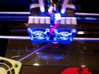 Makerbot knocking up a cupcake