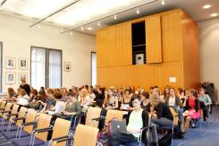 Blick in den Alten Senatssaal des KIT kurz vor Beginn (Foto: Tanja Schmith)