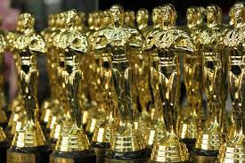 A bunch of Oscar statuettes