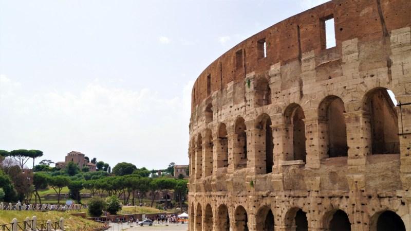 Das Kolosseum von Rom ist eines der bekanntesten Bauwerke der Stadt
