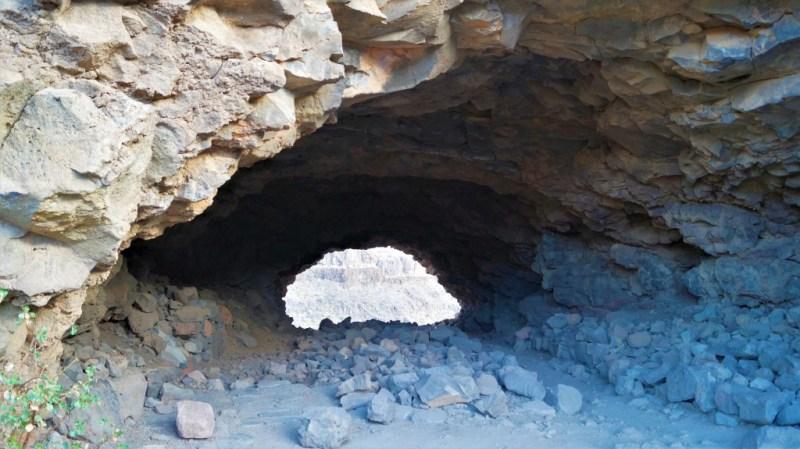 Ein Loch im Stein - durchgehende Höhle von Ansite