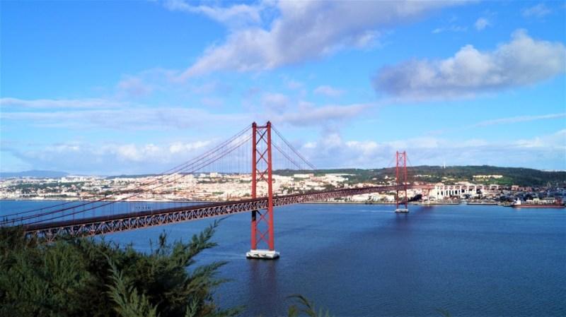 Brücke zwischen Almada und Lissabon