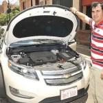 Ein Chevrolet Volt allein in Paraguay