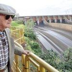 Deutscher Ingenieur bewundert sein Meisterwerk Itaipú