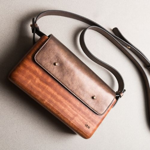 The Wagbag : Acajou cuir bronze
