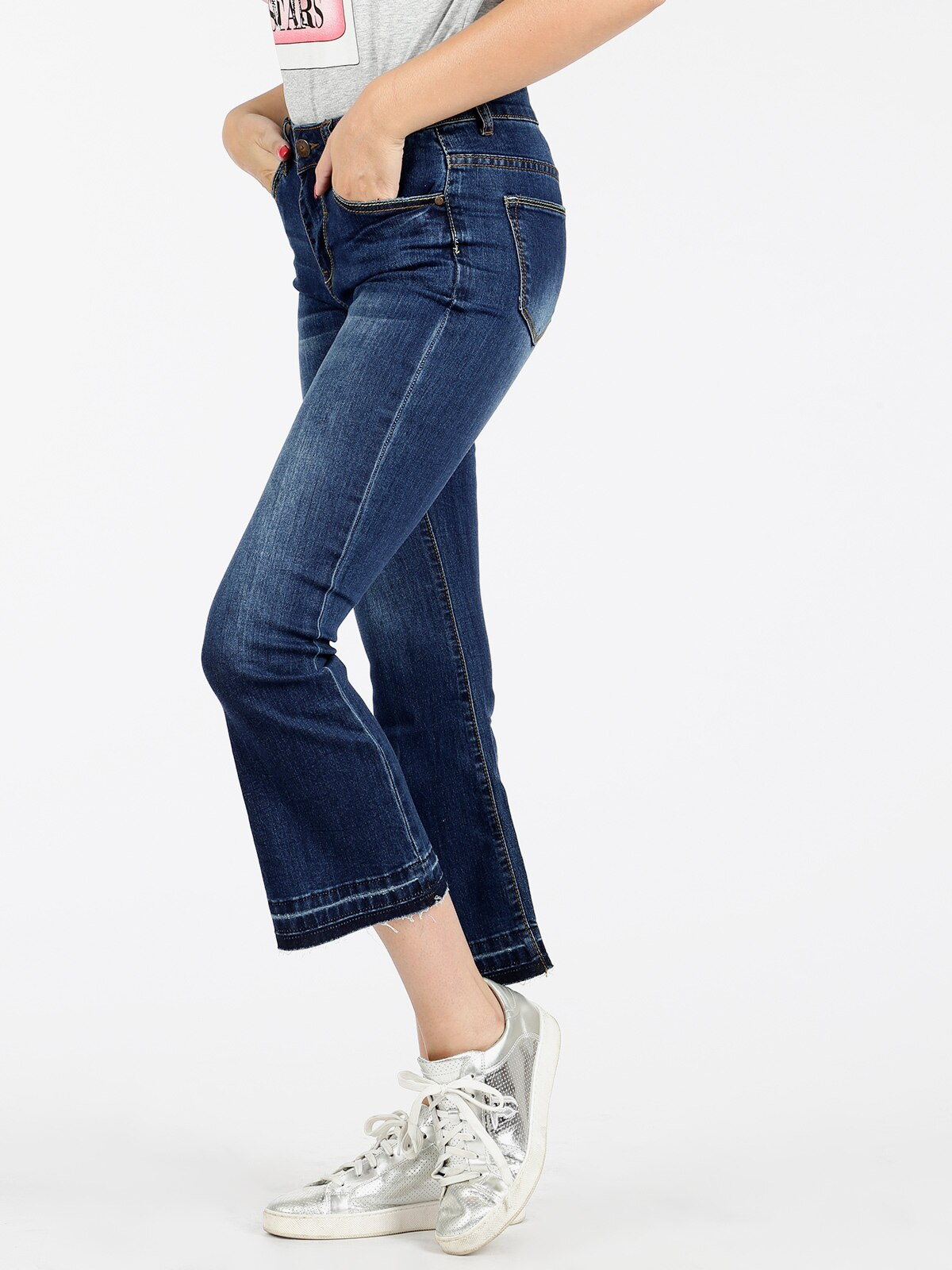 Woman flare jeans vertical straight three quarter flare trousers