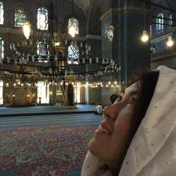 Riona in ihrer ersten Moschee