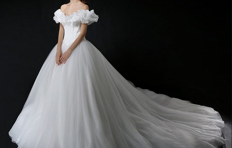 15 Romantic Halloween Wedding Dress Ideas